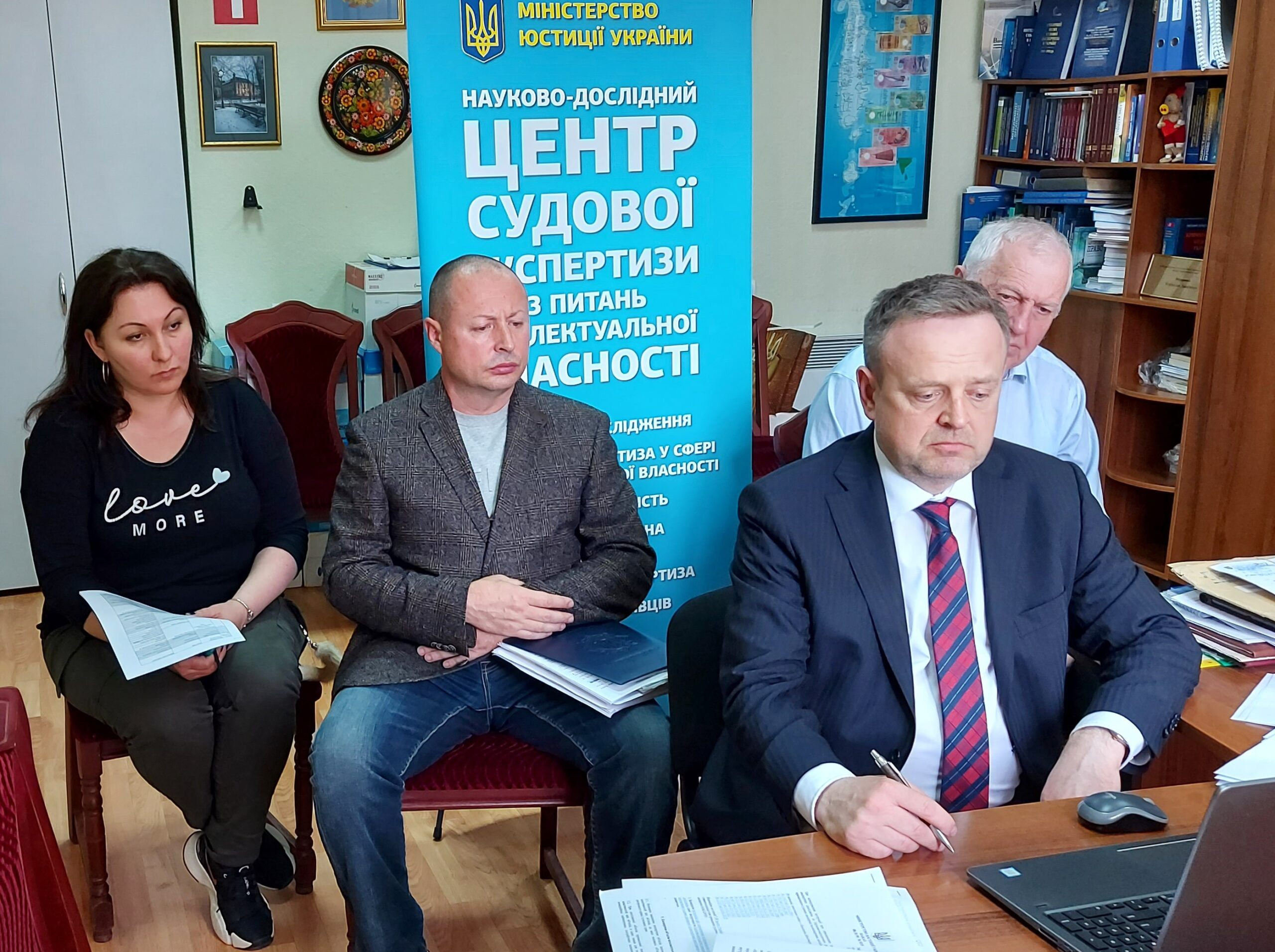 На базі НДЦСЕ з питань інтелектуальної власності проведено позачергове засідання секції судової експертизи об'єктів інтелектуальної власності НКМР при Міністерстві юстиції України